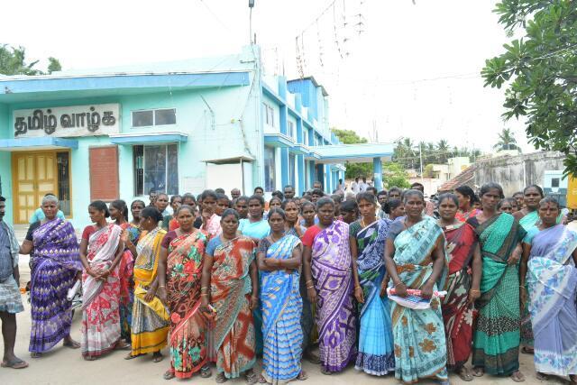 ராமேஸ்வரம் நகராட்சி அலுவலகத்தை முற்றுகையிட்ட துப்புரவு தொழிலாளர்கள்