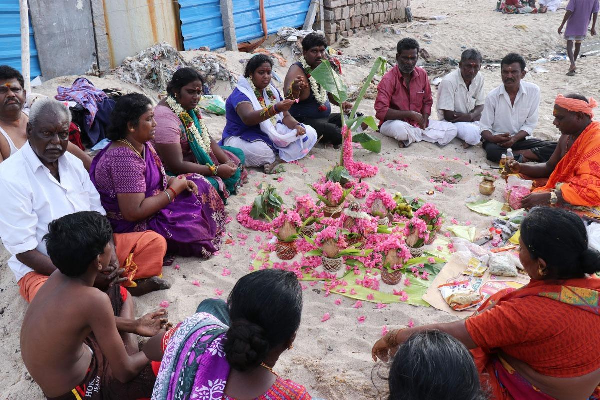 அமாவாசை தினத்தில் முன்னோர்களுக்கு சிறப்பு பூஜை
