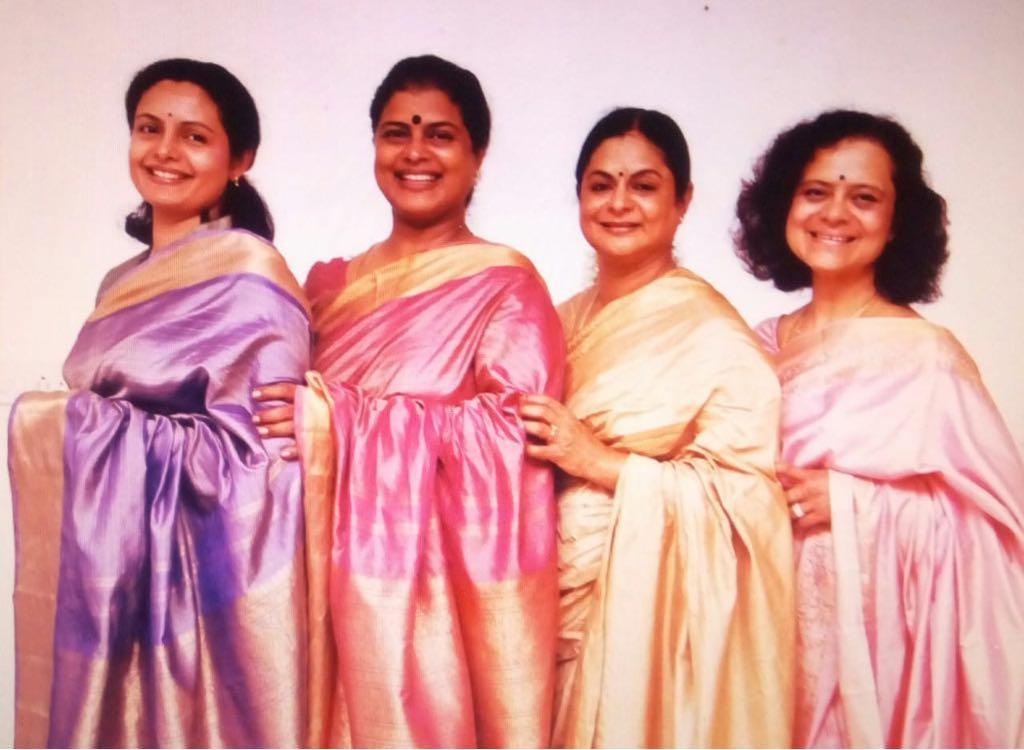 தன் உடன்பிறந்தவர்களுடன் கமலா செல்வராஜ்