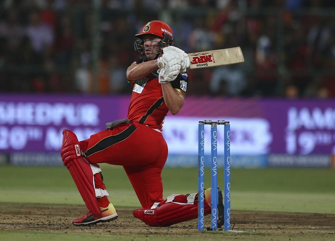AB devilliers Scoops the ball #RCBvSRH