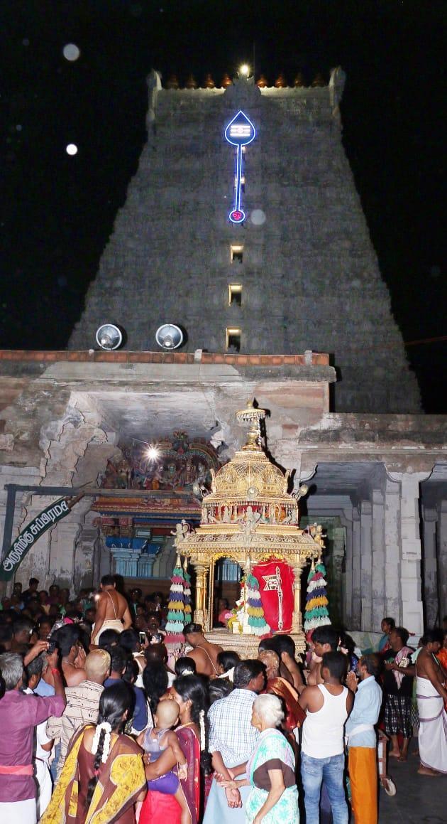 திருச்செந்தூரில் தங்கத்தேர்