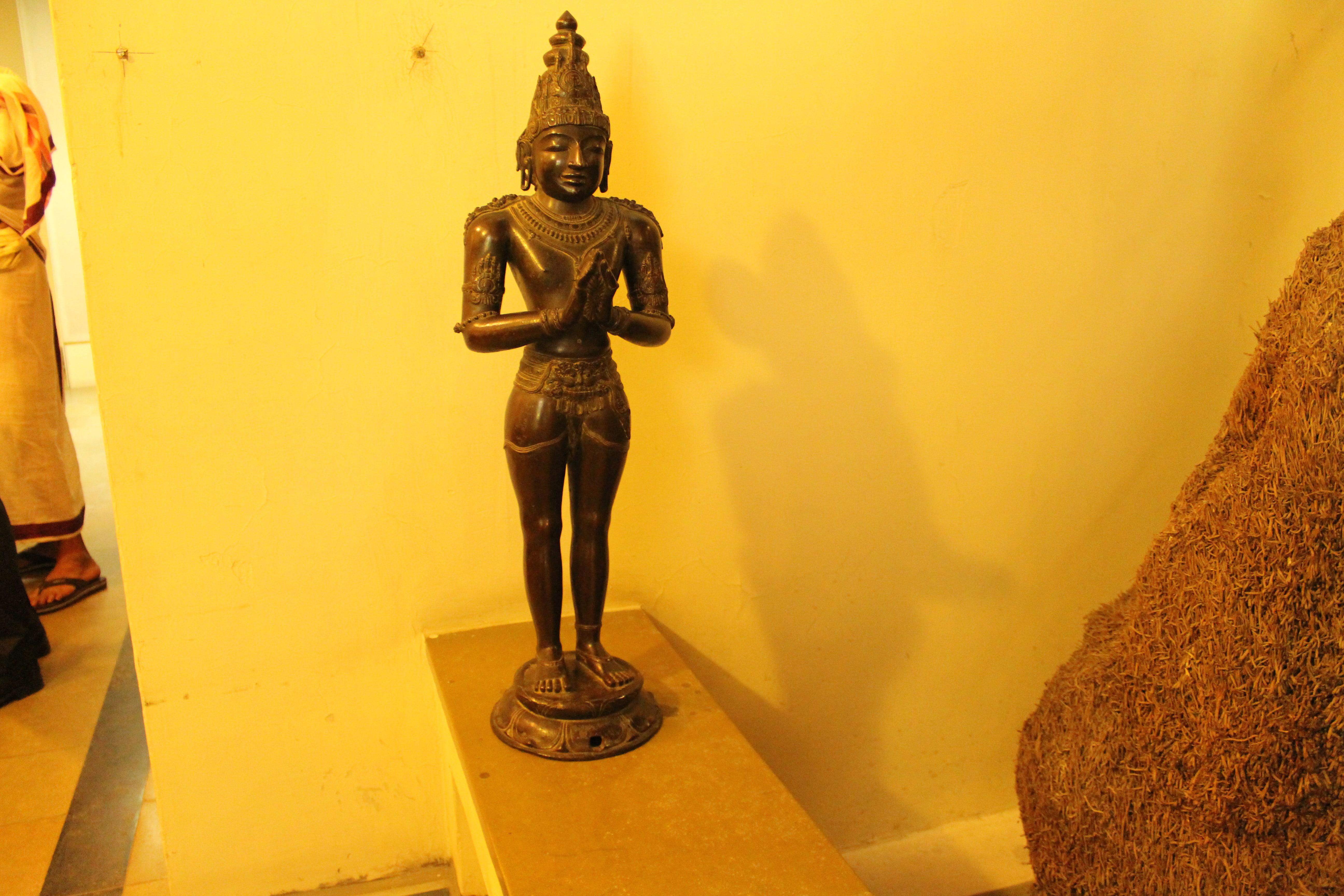 ராஜராஜ சோழன் சிலை