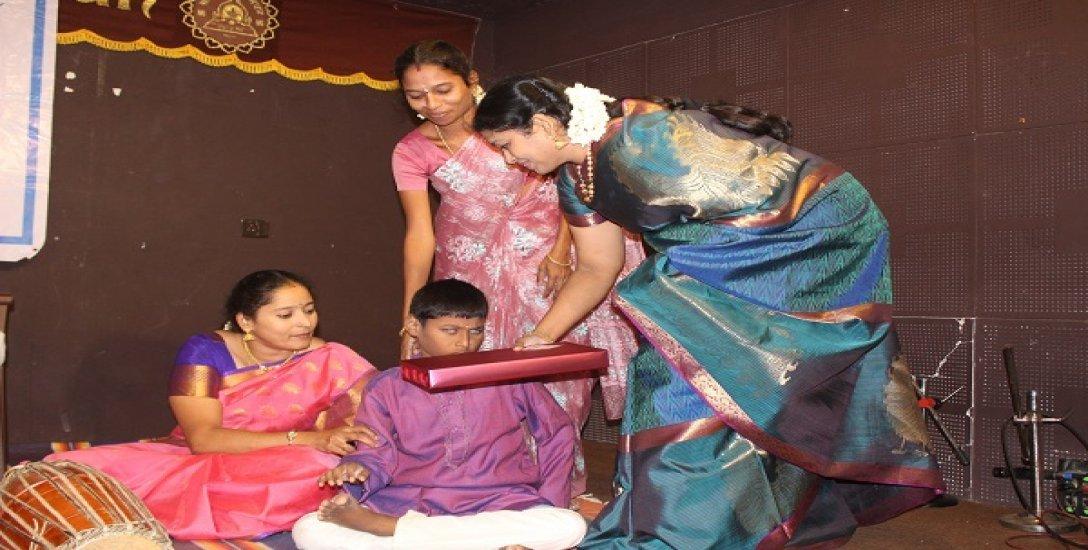 ஆட்டிசத்துக்கு மியூசிக் தெரபி சிகிச்சை...!  இசைக்கலைஞர் லஷ்மி மோகனின் முயற்சி