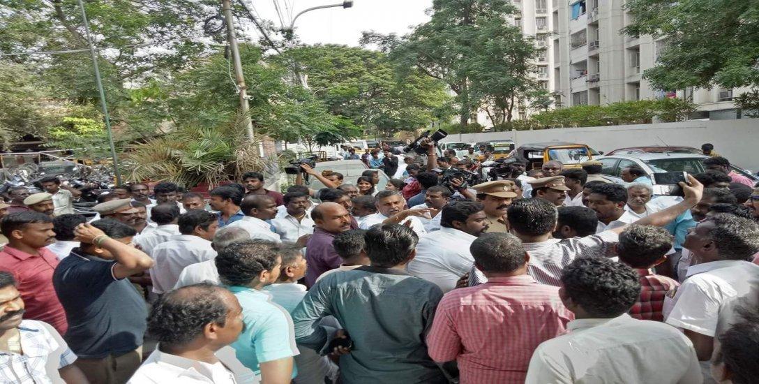 ''எங்களை மட்டுமே குறிவைக்கிறார்கள்!'' - ராக்கெட் ராஜா கைதுக்கு எதிராகக் சில குரல்கள்