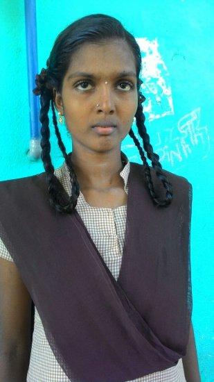 ``நான் எக்ஸாம் எழுதின பேனாகூட வேற ஒருத்தருது!'' - வறுமையிலும் 1060 எடுத்த திவ்யா