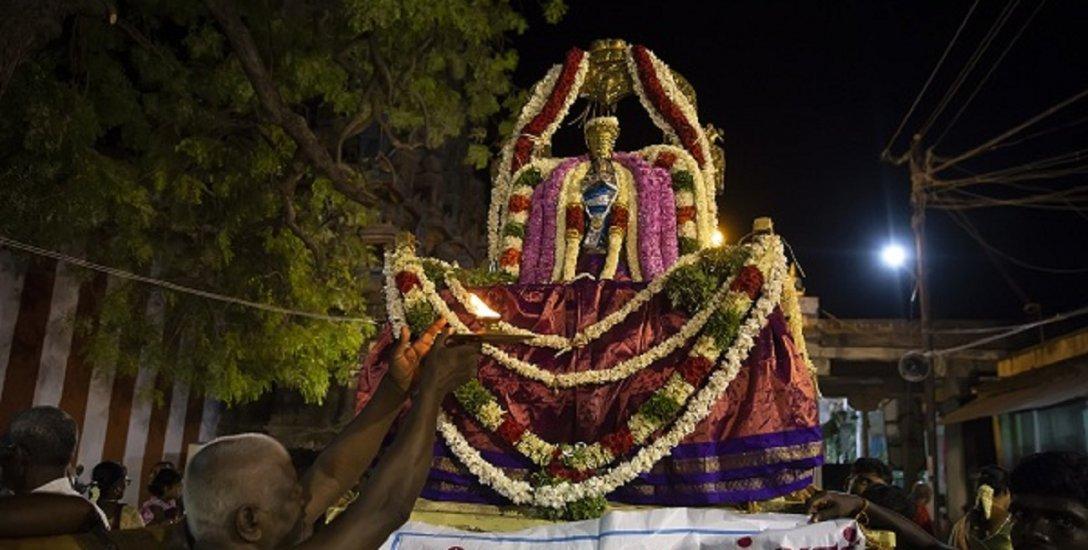 ஆழ்வார்திருநகரி நவ கருடசேவை வைபவம்... கோலாகலம்! #VikatanPhotoStory