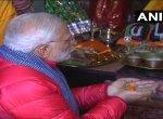 தேர்தல் நாளில் நீண்ட நேரம் பூஜை செய்த பிரதமர் மோடி!