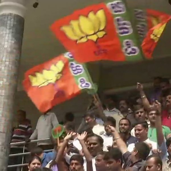 கர்நாடகத் தேர்தல் திக்...திக்... நிமிடங்கள் - உற்சாகத்தில் பா.ஜ.க தொண்டர்கள்