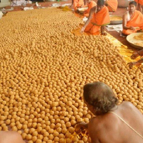 திருப்பதி பெருமாளின் சிறப்பு பிரசாதம் `லட்டு' உருவான கதை! #Tirupati