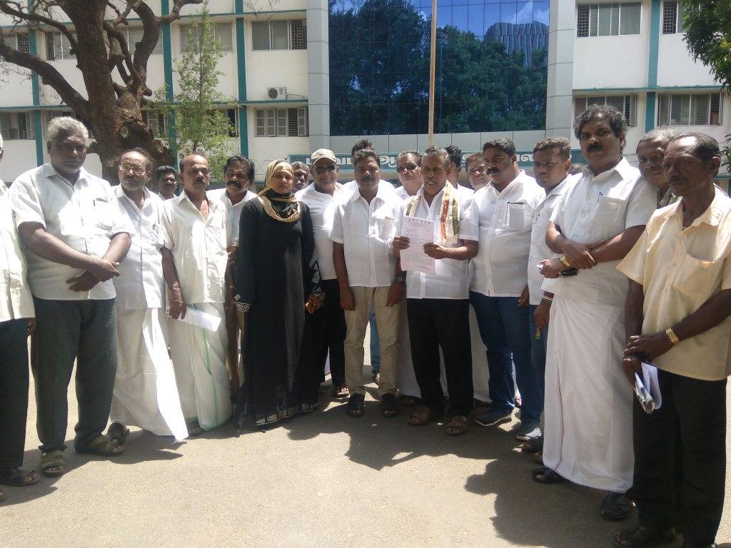 கலெக்டர் அலுவலகத்தில் காங்கிரஸ் மனு