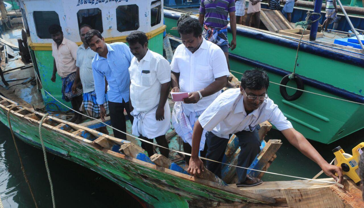 ராமேஸ்வரத்தில் படகுகளை ஆய்வு செய்யும் பணி நடந்தது