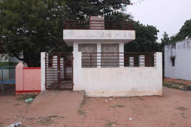 தியாகி வீரப்பன் மணிமண்டபம், சிலை
