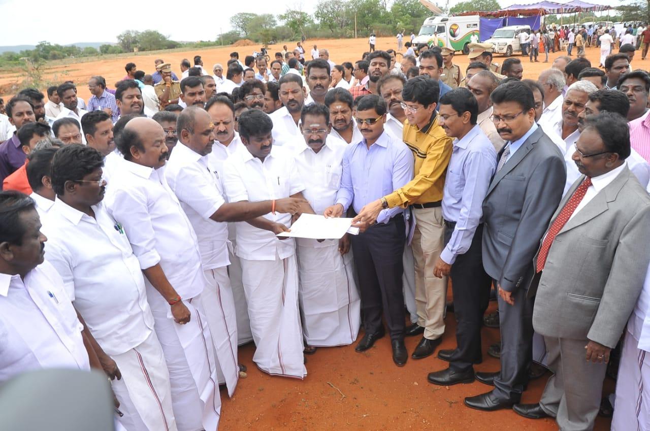 அமைச்சர்களுடன் விஜயபாஸ்கர்