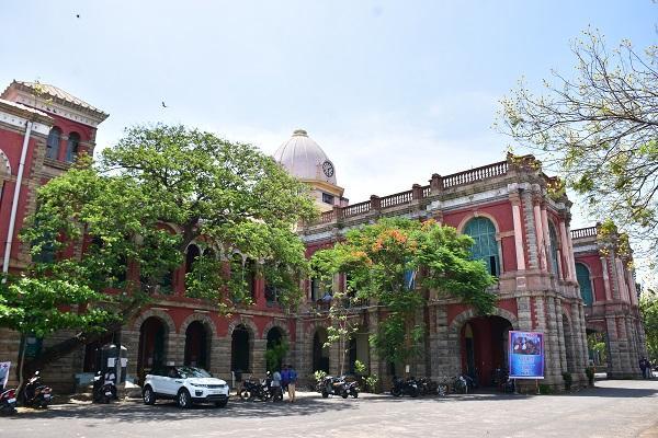 சென்னை மாநிலக் கல்லூரி, மாணவர்கள் பிரச்னை - பட்டாக்கத்தி கலாசாரம்