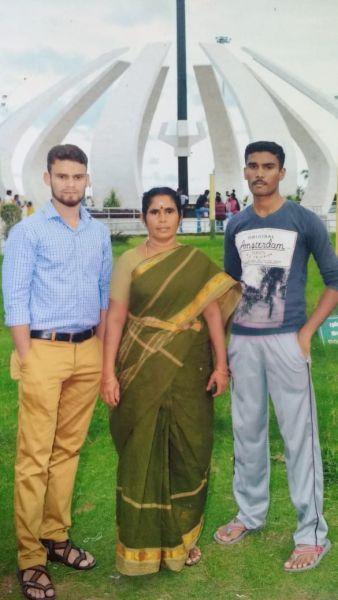 அம்மா, அண்ணனோடு அருண்ராஜ்