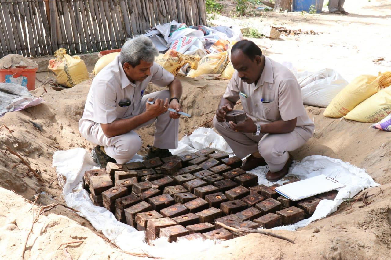 போராளிகள் மறைத்து வைத்திருந்த வெடிப்பொருட்கள் ஆய்வு