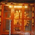 `ராஜராஜ சோழன் சிலையை மறைக்கும் இரும்புக் கம்பிகள்!' - பொதுமக்கள் வேதனை
