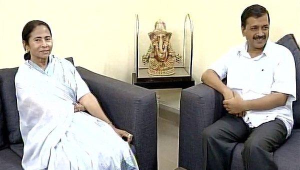 `முதல்வருக்கு மதிப்பளியுங்கள்' - ஆளுநர் வீட்டில் தர்ணா இருக்கும் கெஜ்ரிவாலுக்கு மம்தா ஆதரவு