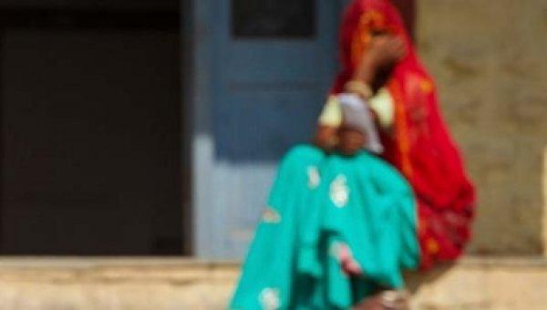 `பயிர்க் கடன் வேண்டுமா, நான் சொல்வதைச் செய்..' விவசாயி மனைவியை அதிரவைத்த வங்கி மேலாளர்