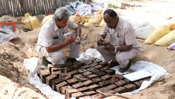 `30 ஆண்டுகளுக்கு முன்னர் மண்ணில் புதைக்கப்பட்டதா?' - ராமேஸ்வரத்தில் கைப்பற்றப்பட்ட வெடிபொருள்களின் பின்னணி