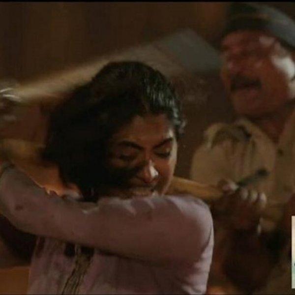 அவிழ்க்கப்பட்ட சுடிதாருக்குப் பதில் லத்தியைக் கையில் எடுத்தாளே அவள்...நன்றி இரஞ்சித்! #Kaala