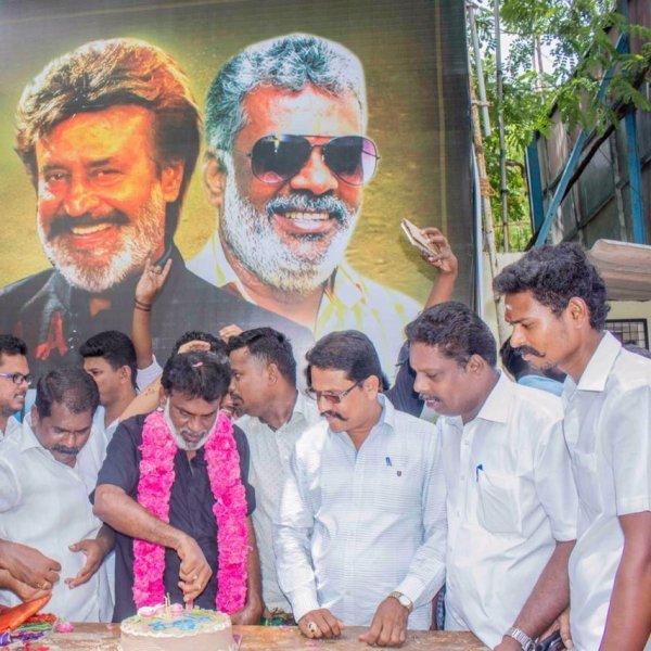 `அரசியலிலும் இவர்கள் இணையணும்' - காலா வெற்றியை ரஜினி ரசிகர்களுடன் கொண்டாடிய கமல் ரசிகர்கள்