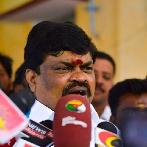 `நீட் தேர்வை நாம் ஏற்றுக்கொள்ளத்தான் வேண்டும்!' - அமைச்சர் ராஜேந்திர பாலாஜி