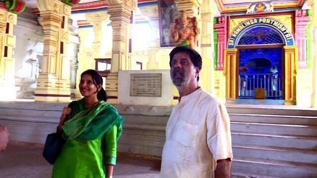 முன்னாள் கேப்டன் ஶ்ரீகாந்த் மனைவியுடன் ராமேஸ்வரம் கோயிலில்