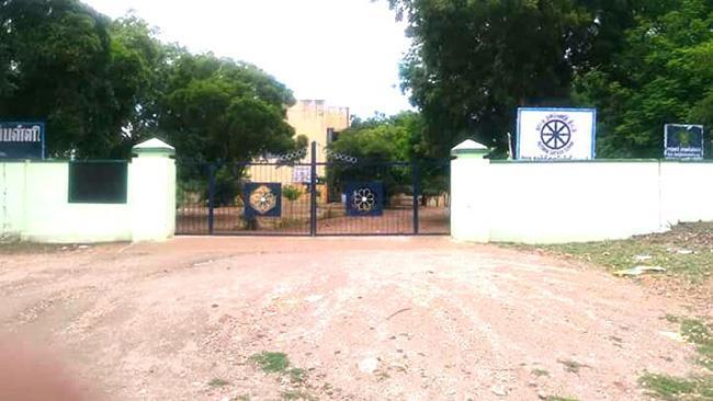 கடவூரில் உள்ள அரசு மேல்நிலைப்பள்ளி