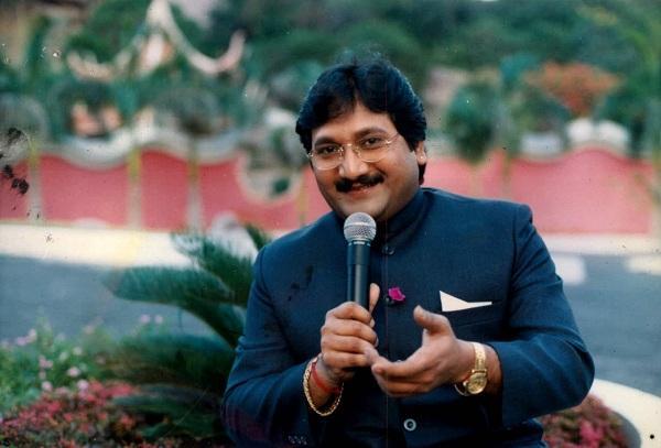 பாடகர் மனோ