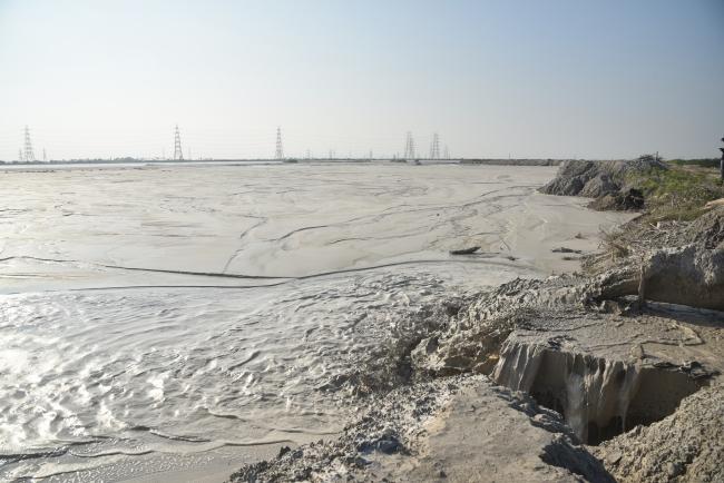 கொசஸ்தலை ஆற்றில் கலக்கும் சாம்பல் கழிவுகள்