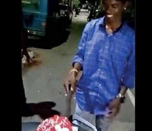 ரவுடி பினு பாணியில் அரிவாளால் கேக் வெட்டி பிறந்தநாள் கொண்டாடிய இளைஞர்