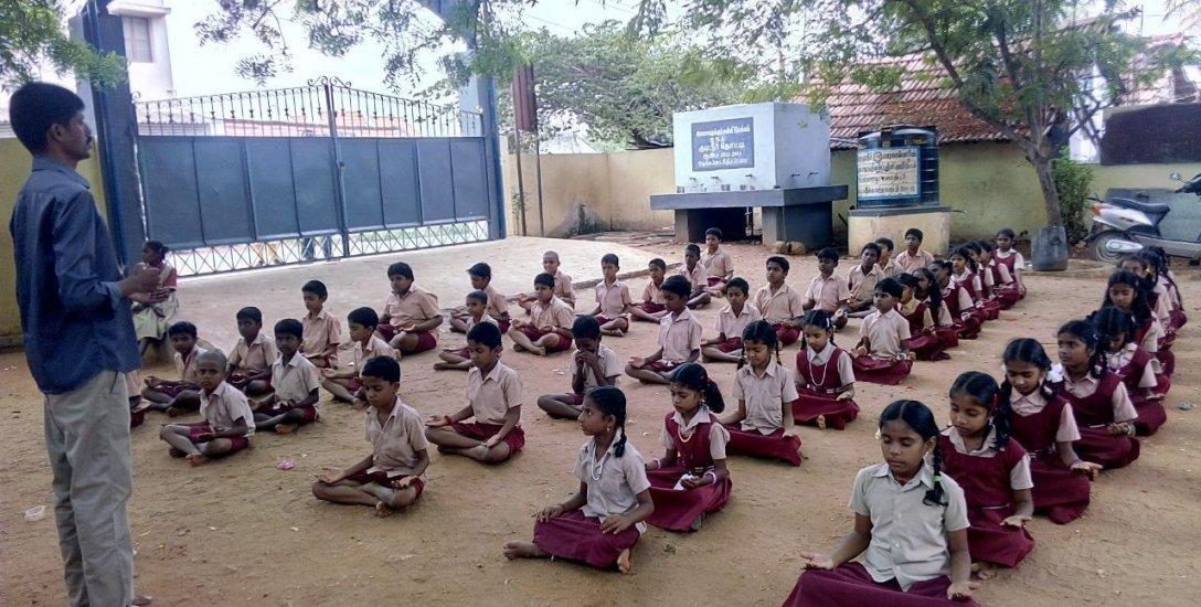 200 + அட்மிஷன், 5 ஸ்மார்ட் கிளாஸ்... அசத்தும் திருப்பூர் அரசுப் பள்ளி!