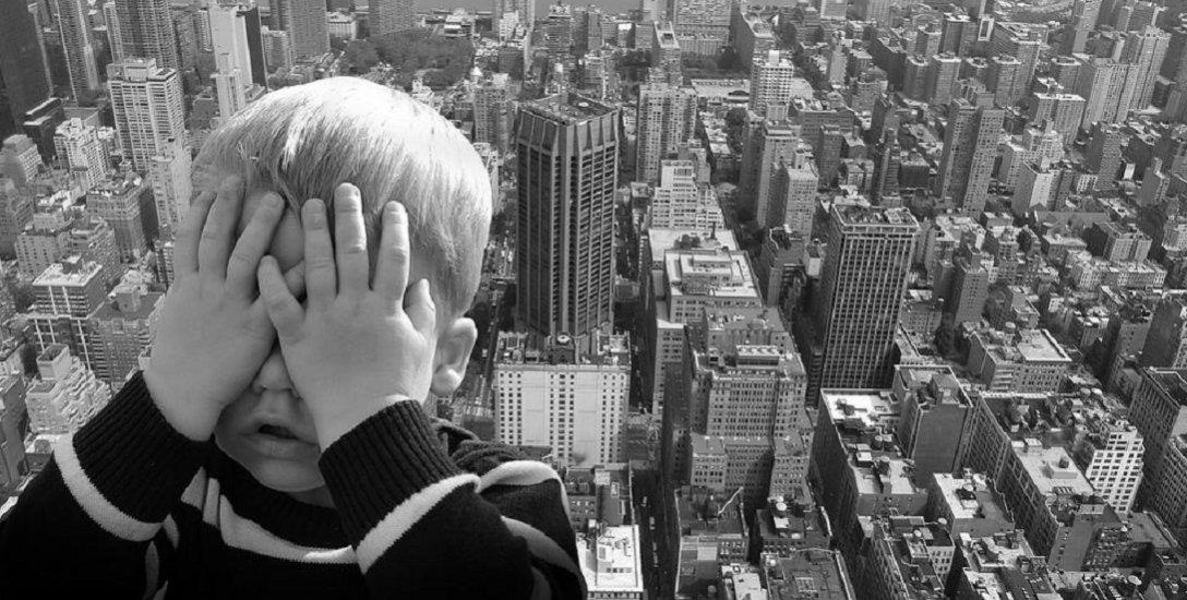 லிஃப்ட், தியேட்டர்களில் பயப்படுகிறீர்களா..? `கிளாஸ்ட்ரோபோபியா'வாக இருக்கலாம்! #Claustrophobia