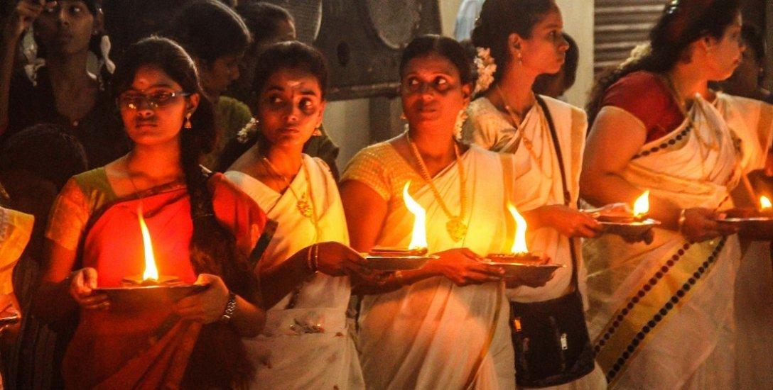 கோயில் வளாகத்தில் விளக்கேற்றத் தடை..!  ரியாக்ஷன் என்ன?