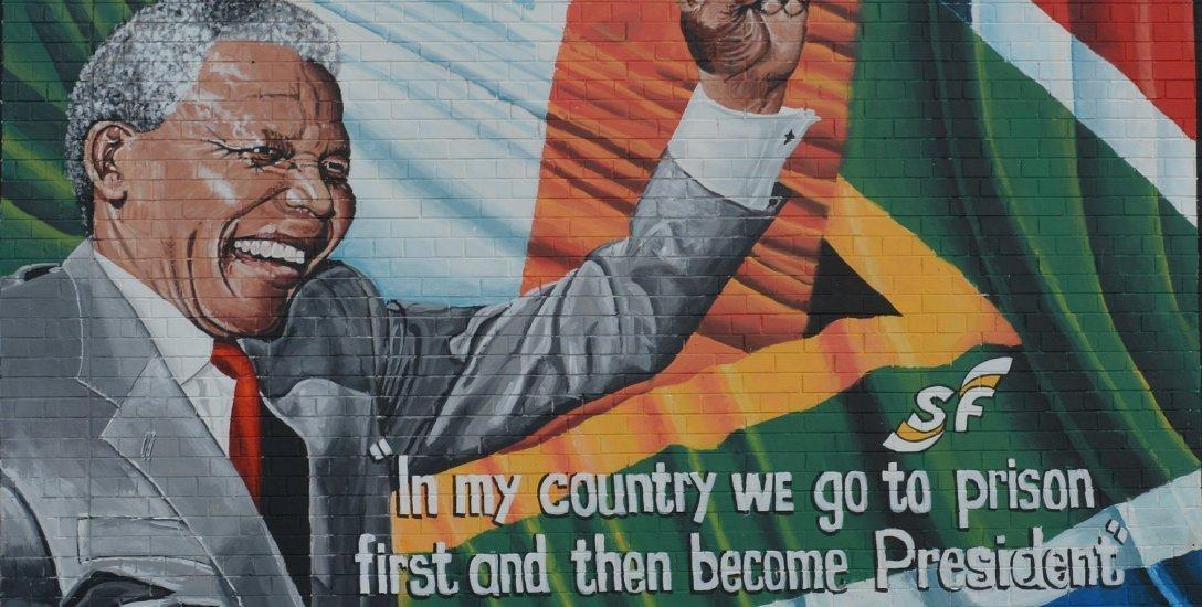 சிறைக்கம்பிகளுக்குள் கடிதங்களாலான ஒரு வாழ்க்கை... மண்டேலா என்னும் விடிவெள்ளி! #Mandela100