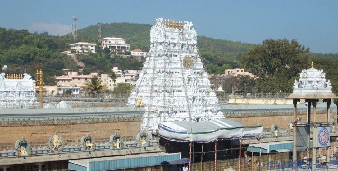 `திருப்பதி கும்பாபிஷேகத்தின்போது 15,000 பக்தர்களுக்கு அனுமதி!' - தேவஸ்தானம் இறங்கி வந்த பின்னணி