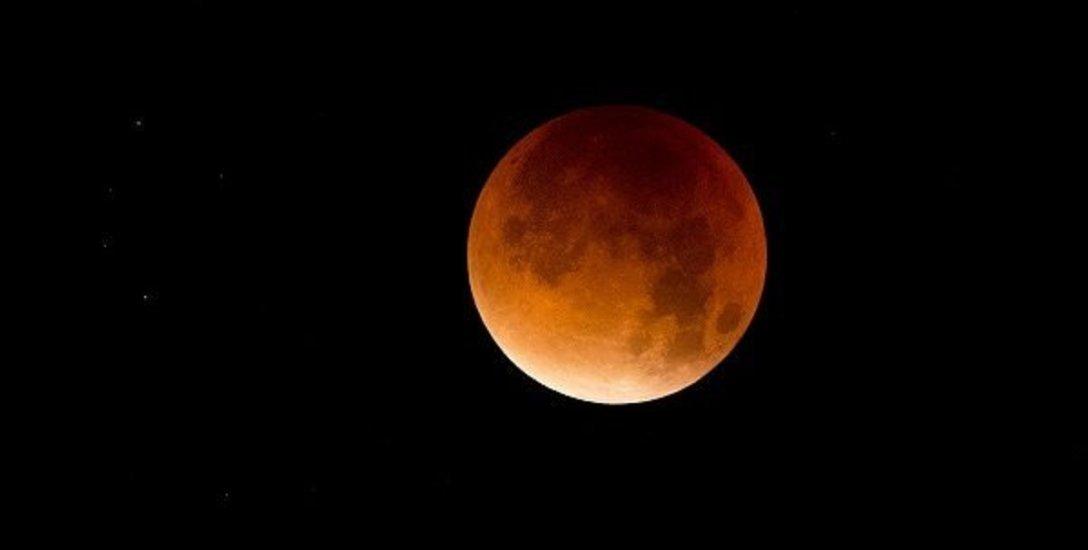 ஆன்ம சக்தி அருளும் அற்புத சந்திர கிரகணம்... என்னவெல்லாம் செய்யலாம், செய்யக் கூடாது? #LunarEclipse