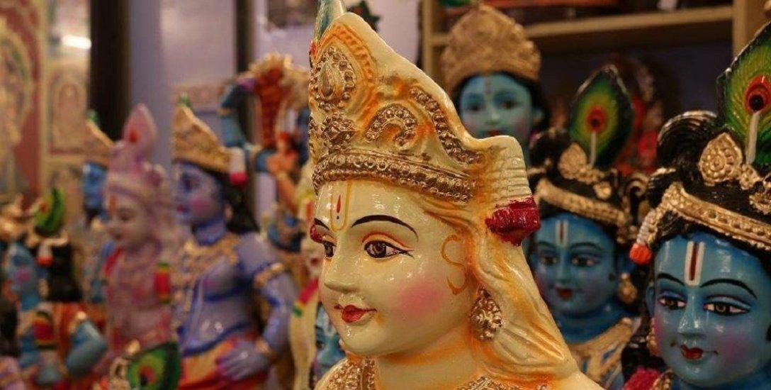 எட்டெழுத்து பெருமாள் கோயிலில் கிருஷ்ண ஜயந்திக்கு தயாராகும் 3டி ஓவியப் பானைகள்!
