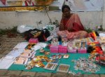 ``வைகோ அண்ணன் ரொம்ப நல்லவரு - அனைத்துக் கட்சிக் கொடிகளையும் விற்கும் ராணி அம்மா!