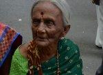 `ஒரு தடவையாவது பார்த்துட்டுப் போறேன்..!' - 88 வயதில் மருத்துவமனை வாசலில் தவிக்கும் நெல்லை மூதாட்டி