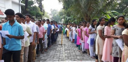 `90,000 மாணவர்களும் பாதிக்கப்பட்டுவிடக் கூடாது' - நீட் குளறுபடிக்குத் தீர்வு சொல்லும் கல்வியாளர்கள்