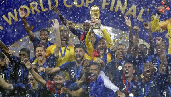 `குரோஷியா கனவு தகர்ந்தது' - 20 ஆண்டுகளுக்கு பிறகு கோப்பையை உச்சிமுகர்ந்த பிரான்ஸ்! #FifaWorldCupFinal