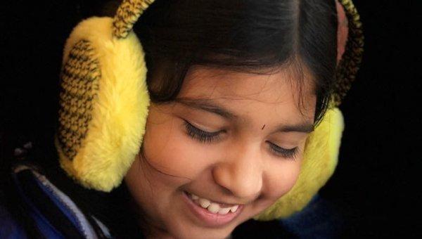"""""""நான்கு, ஐந்து முறை பாடல்களைக் கேட்பேன்.. நானாகவே டியூன் போட ஆரம்பிச்சிருவேன்..!"""" - சிறுமி அஷ்ரிதா"""