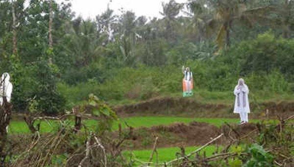 பறவைகளை விரட்டப் பயன்படும் மோடி, அமித் ஷா கட் -அவுட்கள்!