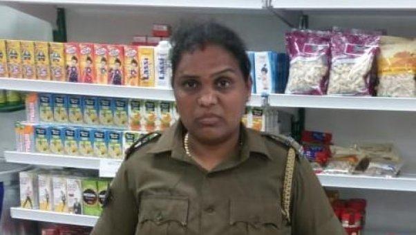 115 ரூபாய்க்காக அவமானத்தைச் சந்தித்த பெண் போலீஸ் நந்தினி! - நடந்ததை விவரிக்கும் சூப்பர் மார்க்கெட் உரிமையாளர்