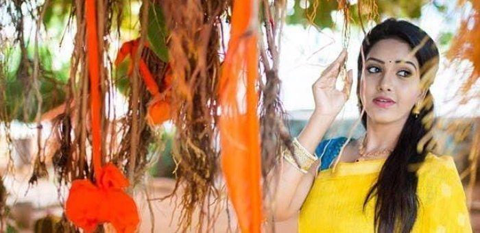 காட்டன் குர்தா,மல்டி கலர்ஸ்,சிம்பிள் அக்ஸசரீஸ் 'சின்னத்தம்பி' பவானி ரெட்டியின் ஃபேஷன் பக்கங்கள்!