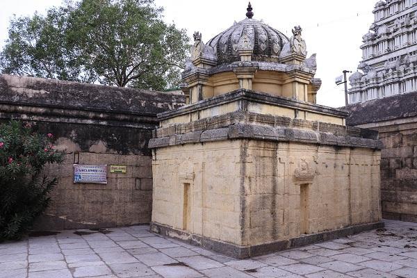 திருவாமத்தூர் - திருவட்டப்பாறை