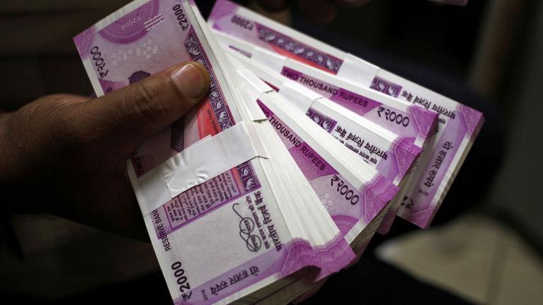 வீட்டில் திருடிய ரூ 45 லட்சத்தை நண்பர்களுக்கு பிரித்துக் கொடுத்த 10 -ம் வகுப்பு மாணவன்
