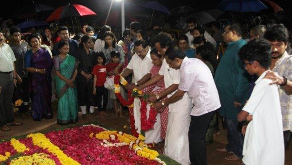 அழகிரி மற்றும் ஸ்டாலின் கருணாநிதி நினைவிடத்தில்